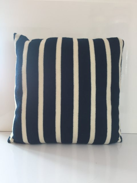 Cushion Alderley Blue With White
