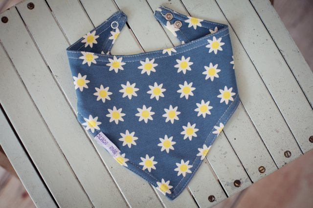 Blade & Rose Daisy Blue Dribble Bib